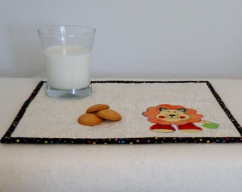 Zoo Lion Snack Mat in Red Green Orange