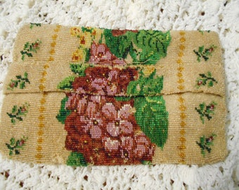 ANTIQUE VICTORIAN MICRoBEADED BEAUTiFUL FLORaL Hand Envelope Purse w/ strap for back of hand very old Ooak very rare unique Wedding
