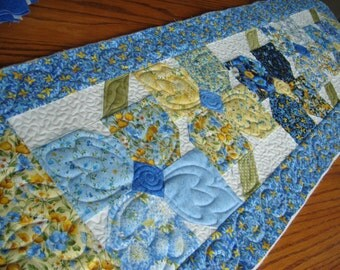 Pinwheel Posies Table Runner Kit - With Summer Breeze IV Fabric from Moda