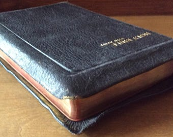 Vintage HOLY BIBLE with Helps 1946 Old & New Testaments Aurhorized King James Version Genuine Black Leather (stated) Free Shipping