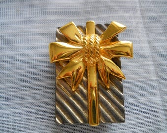 Present with Gold Bow brooch/necklace - vintage, collectible, jewelry