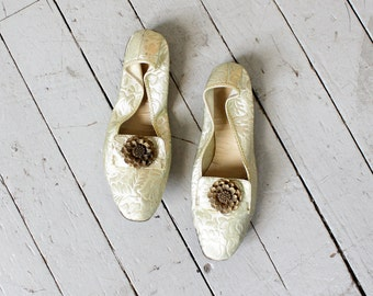 60s Foldable Flats 6 1/2 • Gold Slippers • Ballet Flats • Feather Slippers • Vintage Slippers • Ballet Shoes | SH400