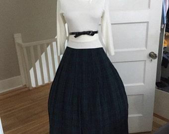 VINTAGE 1960s High Waisted Green & Navy Blue Plaid Full Pleated Skirt