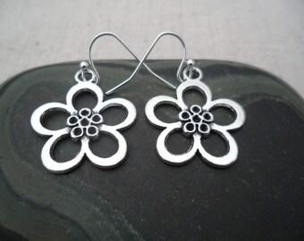 Silver Flower Earrings - Botanical Earrings - Simple Everyday Silver Earrings - Boho Chic Earrings