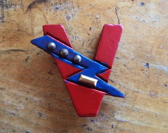 WWII V for Victory Dot Dot Dot Dash Victory Pin Sweetheart Pin Brooch Jewelry