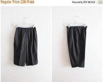 FALL SALE / vintage 1960s black beatnik knee knockers - 60s ladies knee length shorts / 60s long black twill shorts - high waisted hipster s