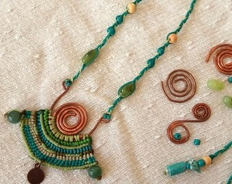 Tribal queen - bridal jewel macrame free form necklace with copper wire and Aventurine stone beads