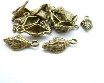 20pcs 8x18mm Antique Bronze Conch Charm Pendant C5032