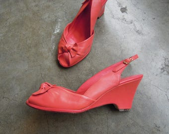 Vtg Coral Leather Wedge Slingback Peep Toe Pumps 9 West 80s 90s Size 9 M Womens
