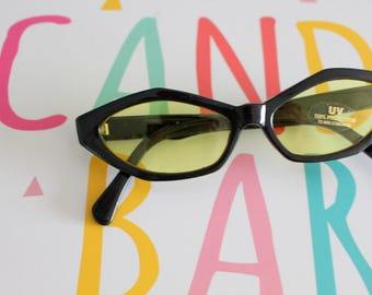 1980s 1990s YELLOW Cat Eye Sunglasses.vintage eyewear. fancy. cateye. 1980s accessories. rare. twiggy. designer. 1970s. rare. gaga. gogo
