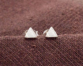 1 pair of 925 Sterling Silver Tiny Triangle  Stud Earrings 4mm. , minimalist earrings ., Brush Finished . :er1098