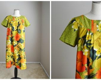 Vintage 60s 70s Hawaiian Green Yellow Muumuu Dress Lounge // womens medium large