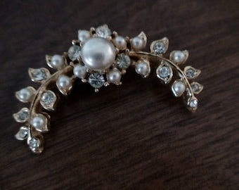 Pearl and Rhinestone 1960's Curved Brooch, Locking Clasp, New Stock