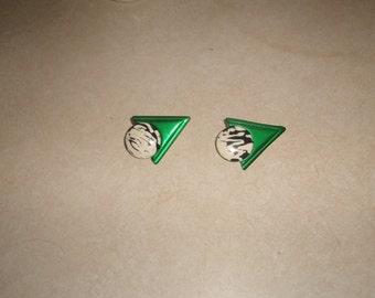 vintage clip on earrings green black white lucite