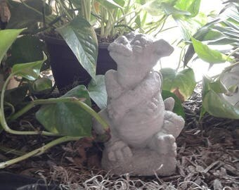 Little Dragon with an attude  - Concrete Statue
