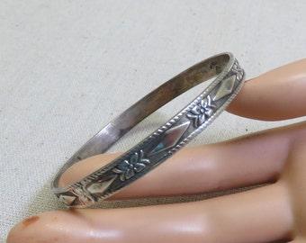 Gorgeous Alpaca Silver Patterned Bangle Bracelet