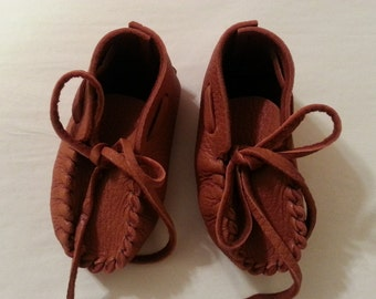 Baby Moccasins, Toddler Dark Rust Brown Shoes, Infant Deerskin Slippers, Buckskin Booties, Baby Shower Gift, 1st Birthday, made in USA