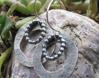 Forged and oxidized double hoop earrings