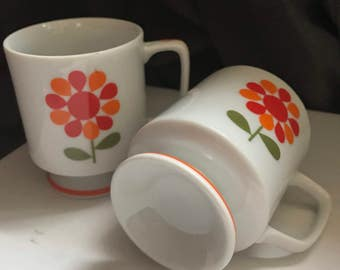 Funky Retro Vintage Pair of Stackable Mugs, Retro Red and Orange Flower Circa 60s