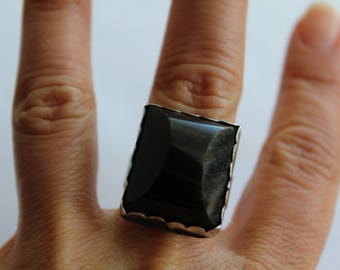 Vintage Mexican silver ring Dark stone - Hand Crafted - one of the kind Size 9 1/2