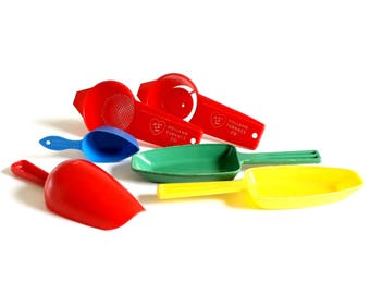 Plastic Candy Scoops 1/4 Cup, CBI Coffee Scoop Small Flour Scoop Egg Yolk Separator Plastic Tea Strainer Red Green Yellow Blue Primary Color