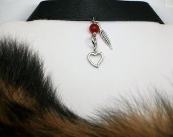 Choker noir en cuir véritable récupéré, collier ras de cou, coeur, plume, agate rouge /upcycled black leather choker, heart ,red agate