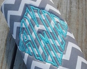 Custom water bottle or 24 oz can cozie, Chevron pattern, Glitter thread monogram,