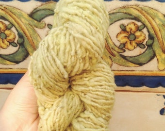 Light Moss - Portuguese merino 86 g hand spun & naturally dyed