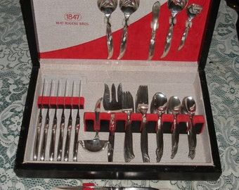 1847 Rogers Bros FLAIR Flatware Set for 12 with Wood Chest 78 pieces Nice Condition