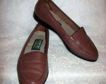 Vintage Ladies Brown Leather Loafers Slip On Flats by Red Cross Shoes Size 6 1/2 Only 8 USD