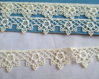 Antique Lace Trim Cream Cotton Embroidered Sweet Delicate Scalloped Edge 2 yds Lace Trim Edging Heirloom Projects Sewing old stock