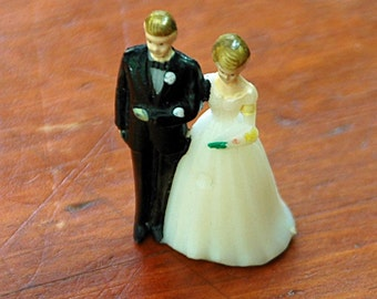 "Vintage Miniature WEDDING CAKE TOPPER  1 1/2"" Tall Ca 1950s Ornament"