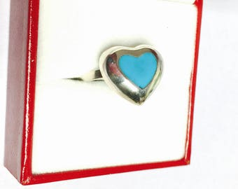 Vintage Turquoise Ring, romantic heart Design, Sterling Silver, Ring Size 7., Stamped  .925, Estate Sale item no S098