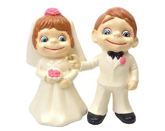 Vintage Bride & Groom Atlantic Molds Figurines // 1973 Big Blue Eyes, Brown Hair, White Tux, Pink Flowers // Wedding Centerpiece Decoration