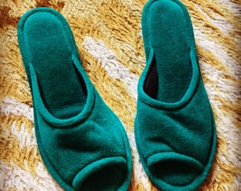 Vintage 1970's Velvet Emerald Green Vanity Fair slippers 5/6 nos