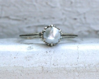 Sweet Vintage Pearl Ring in 14K White Gold.