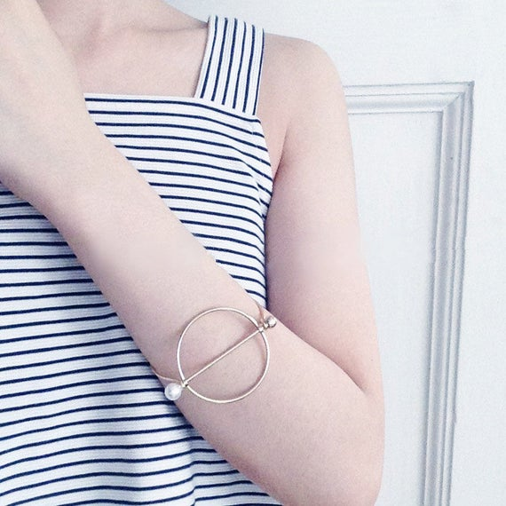 Simple gold statement pearl cuff