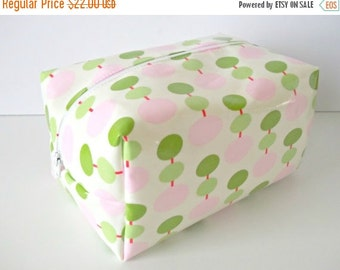 HURRY PRESIDENTS DAY Sale Pink and Green Waterproof Makeup Bag - Cosmetic Bag - Laminated Fabric