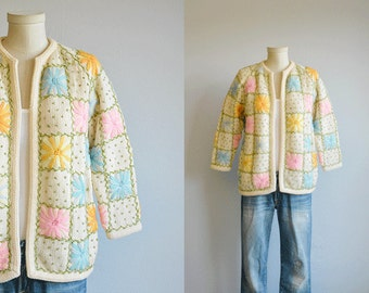 Vintage 60s Wool Sweater / 1960s Mod Flower Embroidered Cardigan Sweater / Mod Cream Pastel Daisy Jacket