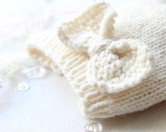 Hand Knitted Bow Baby Hat//0-6 months Knit Bow Hat// Cream Color Baby Hat