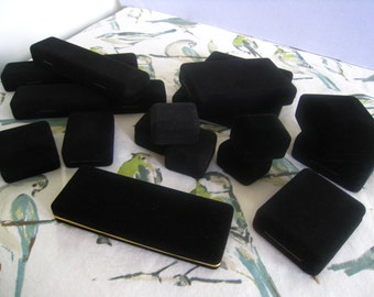 16 Black Velvet Hinged Jewelry Presentation Boxes.  Hard Case.  Range of Sizes.  16 Piece LOT.  Previously Owned.