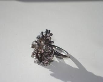 Vintage Brutalist Pewter Ring - Modernist Organic Ruffled Seaweed - Size  7.5 - Mid Century Jewelry