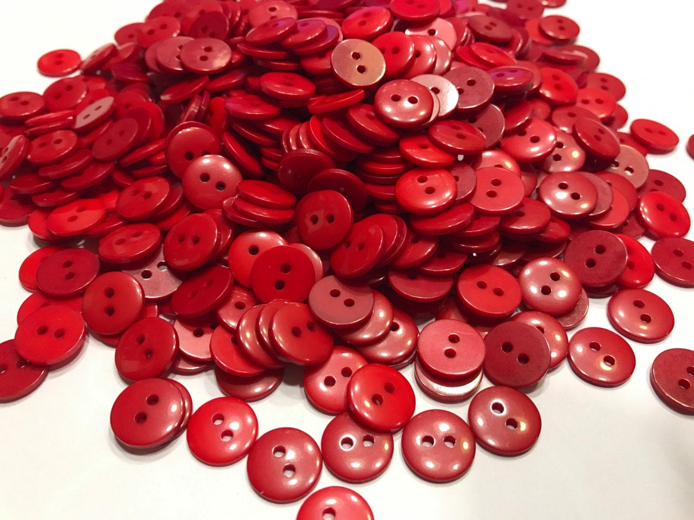 30 pi ces assorties m lange de bouton petit ton rouge. Black Bedroom Furniture Sets. Home Design Ideas