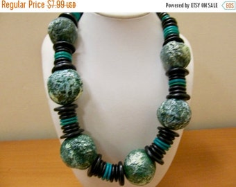 On Sale Retro Chunky Green and Black Beaded Necklace Item K # 3261