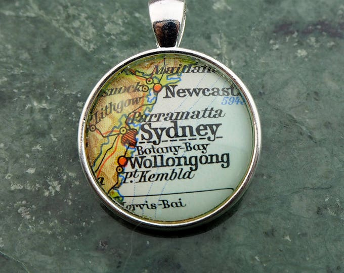 NECKLACE or KEYCHAIN Australia, SIDNEY, Pendant, Ø 1 inch, nickle free steel, Cabochon, Glass, Atlas, Vintage, Jewlery