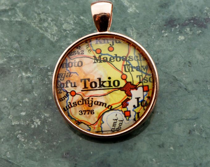 NECKLACE or KEYCHAIN, Japan, TOKYO, Pendant, Ø 1 inch, nickle free steel, Cabochon, Glass, Atlas, Vintage, Jewelry