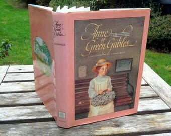 Vintage Anne of Green Gables Hardcover, Lucy Maud Montgomery, full color paper cover, beautiful color illustrations, childrens classic story