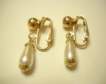 "Vintage Sarah Coventry ""One 'N Only"" 1974 Faux Pearl Dangle Earrings (9526) Clip Earrings"