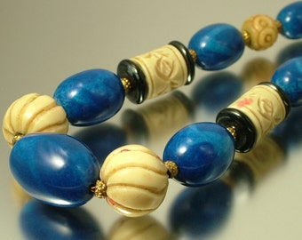 Vintage estate jewelry Art Deco, 1920s 1930s blue and cream glass bead costume necklace - jewelry jewellery flapper