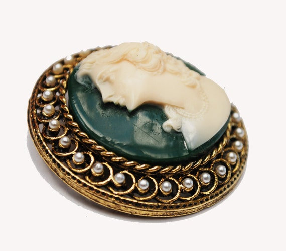 Cameo Brooch - Art Mode signed - Round gold tone - Green White Resin Cameo  -Pearl  - Mid Century Pin